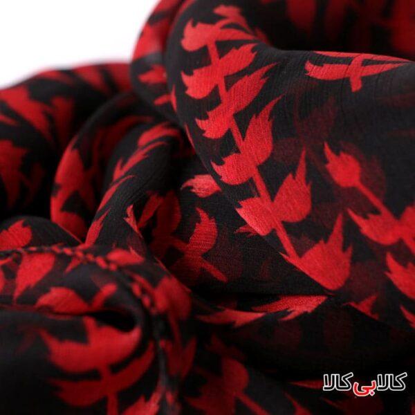 شال حریر زنانه مشکی طرح گلبرگ های قرمز کد 2315